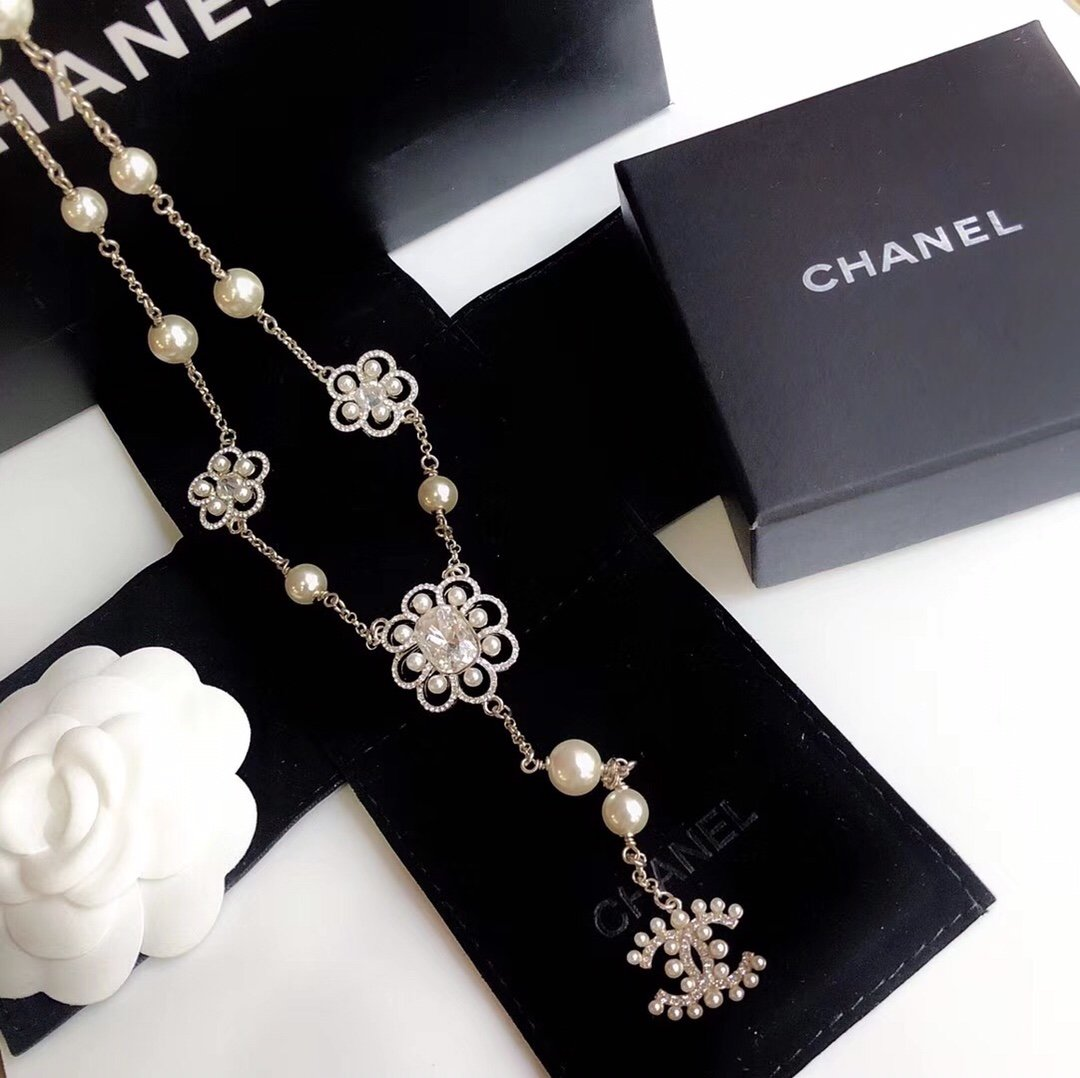 Chanel 三花朵珍珠雙C毛衣鍊,>